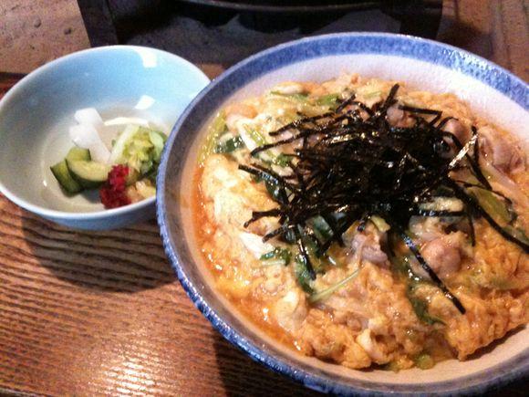 赤坂のすみやき料理はやしで、ランチに「日本一の親子丼」を食べてます